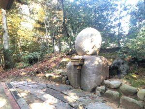 旦飯野(あさいいの)神社御神霊石画像