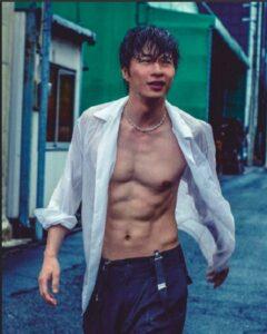 田中圭筋肉画像