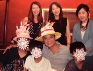 中山秀征家族画像